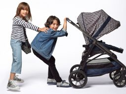 Dior mở rộng dòng Baby Dior với xe đẩy em bé và túi đựng tã lót phủ họa tiết Oblique