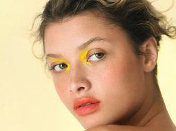 Xu hướng trang điểm 2021: Màu mắt Neon