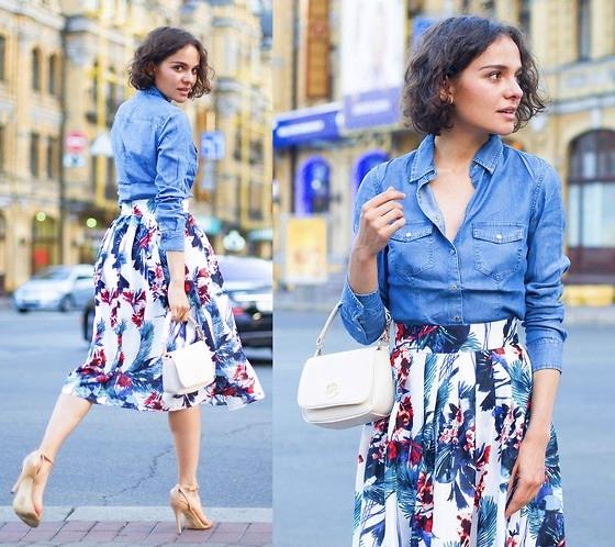 Áo sơ mi giả jean + váy hoa
