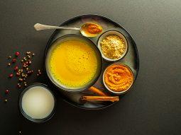 3 cách làm sữa nghệ uống đẹp da và tốt cho sức khỏe