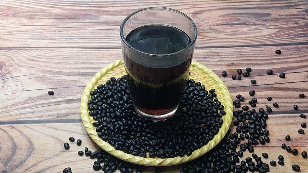 Vì sao uống nước đậu đen với gừng giảm cân?