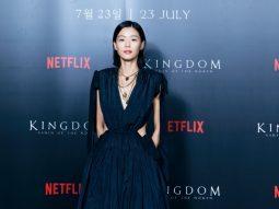 Jun Ji Hyun diện đầm Alexander McQueen trên thảm đỏ ra mắt phim Vương triều xác sống