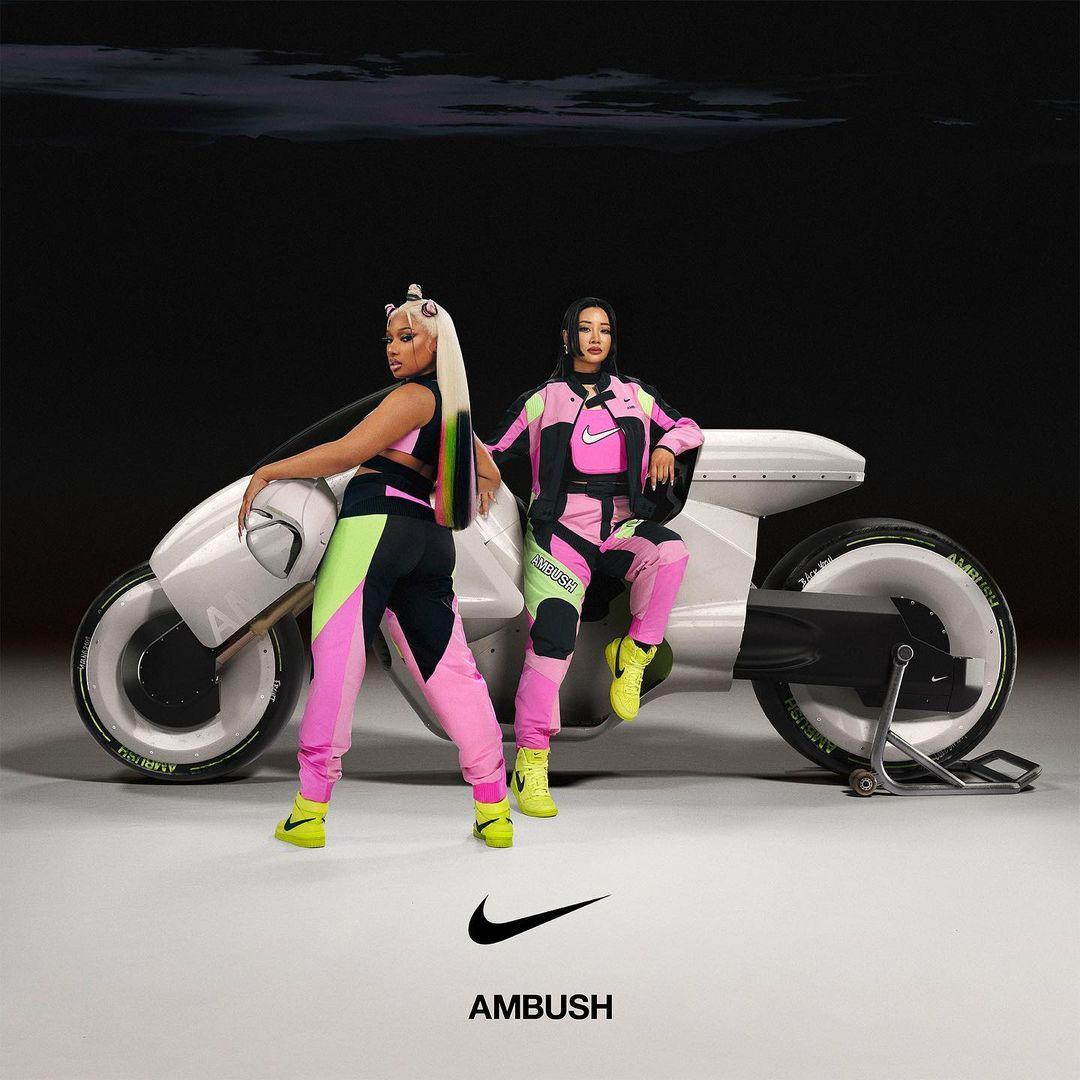 Megan Thee Stallion bên cạnh Yoon Ahn, nhà thiết kế sáng lập nên thương hiệu AMBUSH, trong chiến dịch Nike x AMBUSH cho Thế vận hội mùa hè Tokyo 2020. Ảnh: Nike x AMBUSH