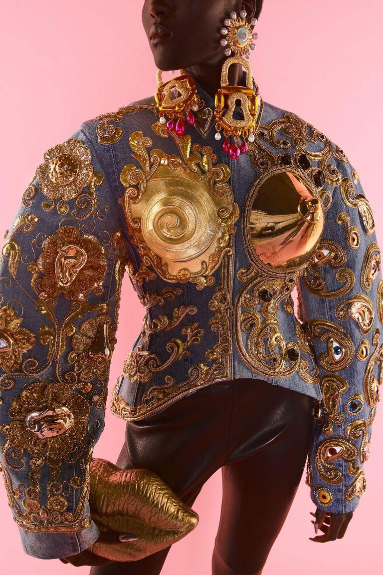 Xu hướng lớn từ tuần lễ Haute Couture Thu Đông 2021: Niềm hy vọng và Thời trang tái chế