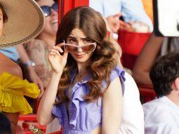 """Emily In Paris phần 2: Thời trang thập niên 60 và cốt truyện có cú ngoặt """"khét lẹt"""""""