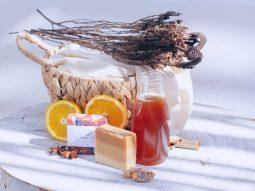 Ở nhà mùa giãn cách xã hội, hãy thử làm nước hoa sáp để giảm stress