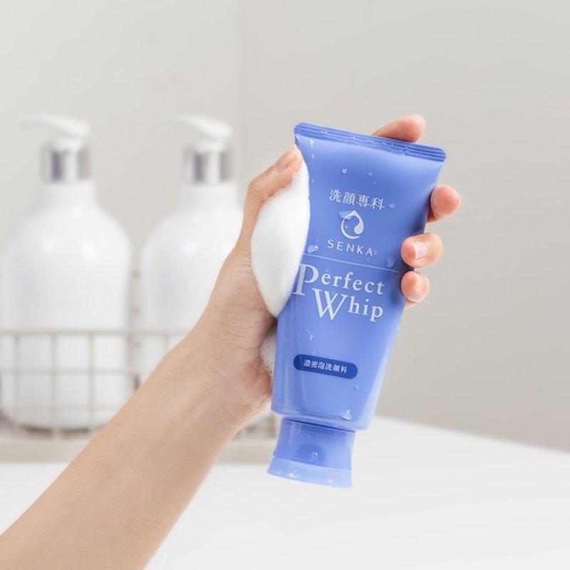 Các bước chăm sóc da của người Nhật: Rửa mặt