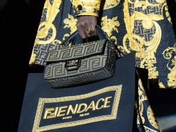 FENDACE: Versace và Fendi bắt tay bất ngờ, kết thúc tuần lễ thời trang Milan Xuân Hè 2022