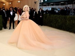 Billie Eilish tái hiện Marilyn Monroe trên thảm đỏ Met Gala 2021