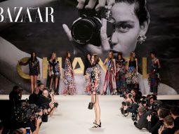 Chanel Xuân Hè 2022: Virginie Viard gửi thư tình đến thập niên 1990