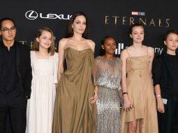 Các con Angelina Jolie mượn đồ của mẹ cho lễ công chiếu phim Chủng tộc bất tử (Eternals)