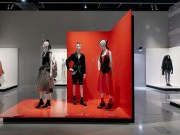 Xem miễn phí triển lãm Collecting Comme về Comme des Garçons
